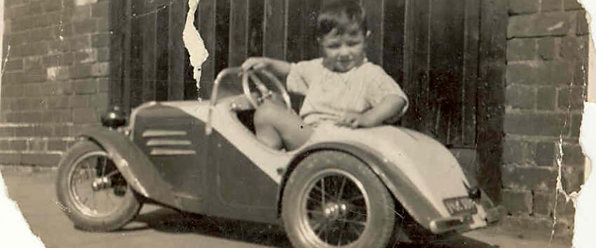 A very young Peter Cahill falls in love with motoring...